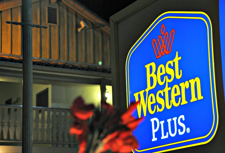 Best Western Plus Peppertree In lit hotel sign
