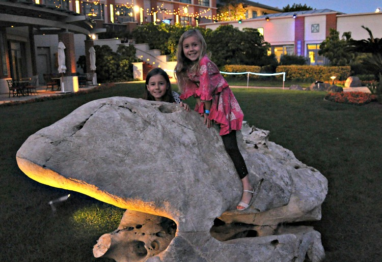 Zoë and Kaylee climbing on rocks at the Four Seasons Westlake Village