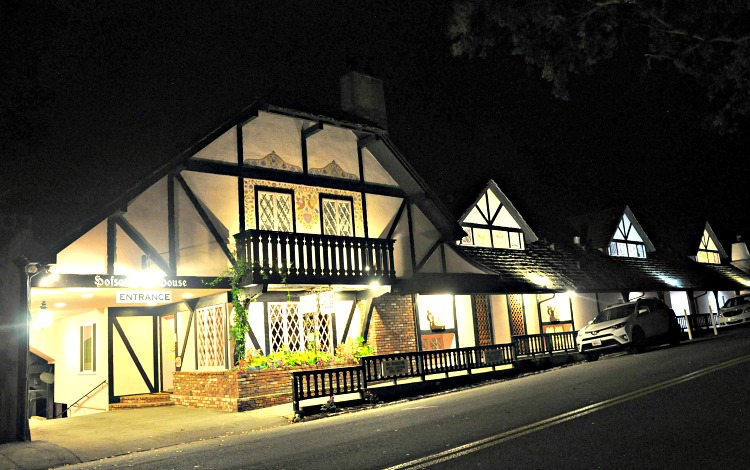 Hofsas House at night