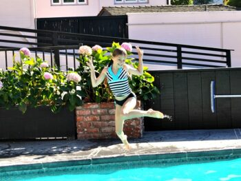 Zoe jumping into the pool at Hofsas House