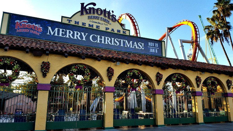 Merry Christmas sign at the Knott's Berry Farm entrance