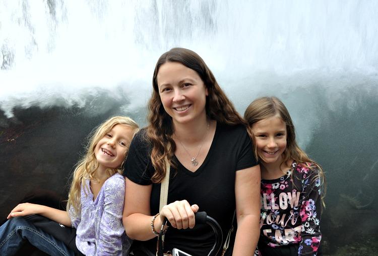 Chrystal, Zoë and Kaylee at the Monterey Bay Aquarium