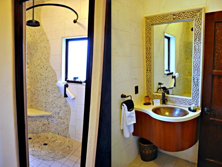 Pantai Inn bathroom