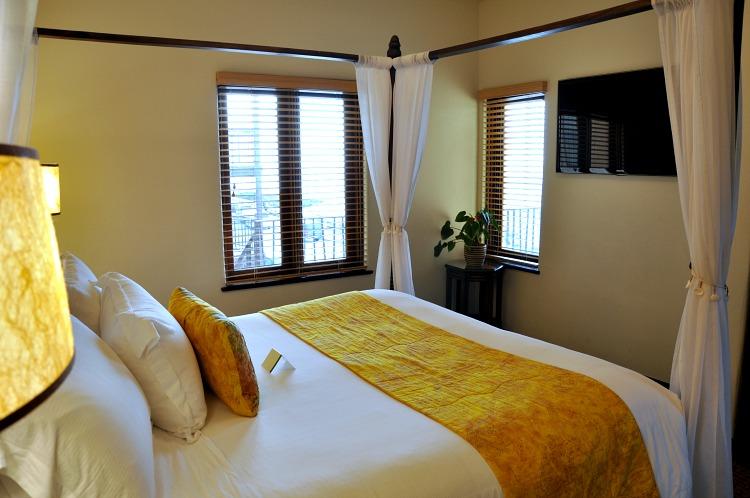 Pantai Inn Suite Bedroom 1