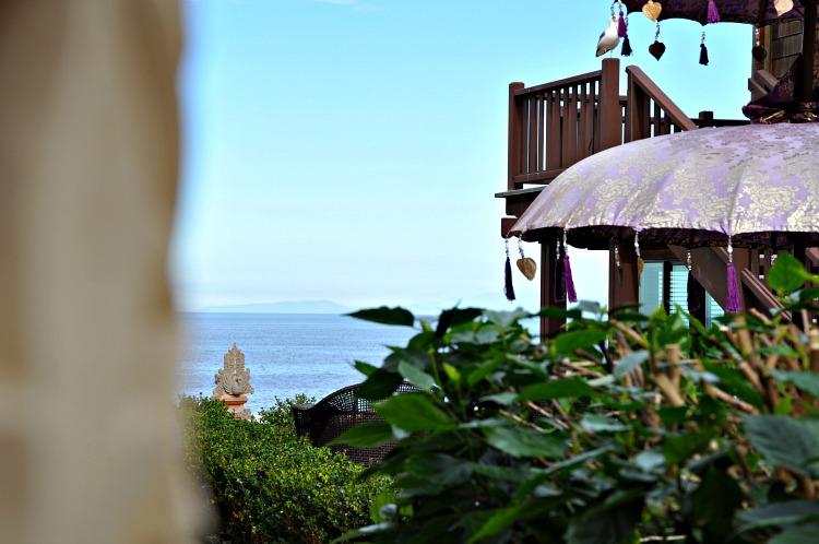 Pantai Inn Courtyard overlooking the Pacific Ocean in La Jolla, CA