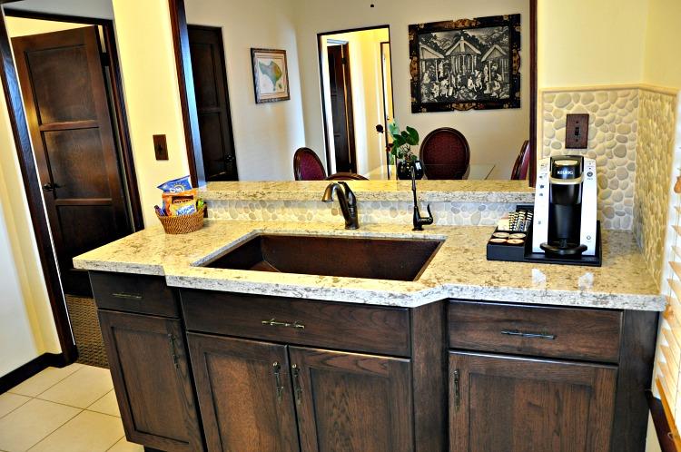 Pantai Inn suite kitchen sink