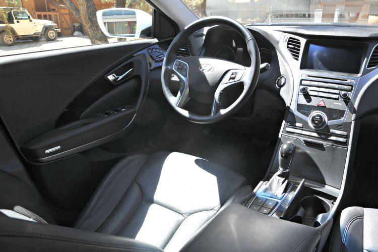 Hyundai Azera Limited driver's seat
