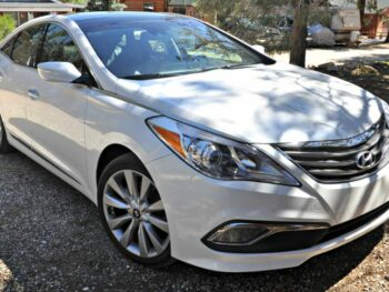 Front of a white Hyundai Azera Limited
