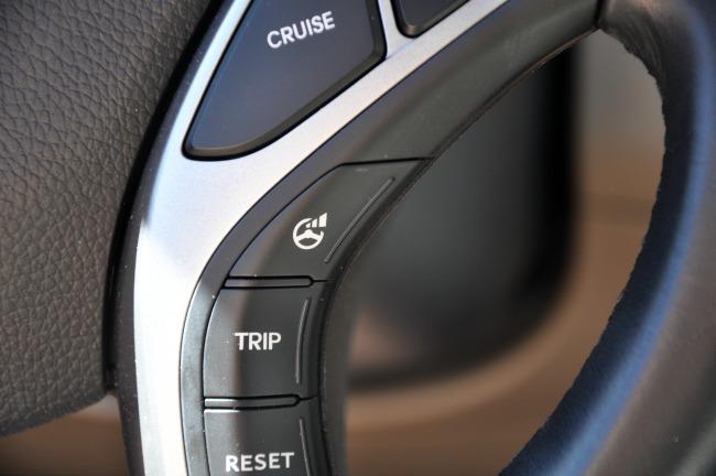 Hyundai Elantra GT steering wheel buttons