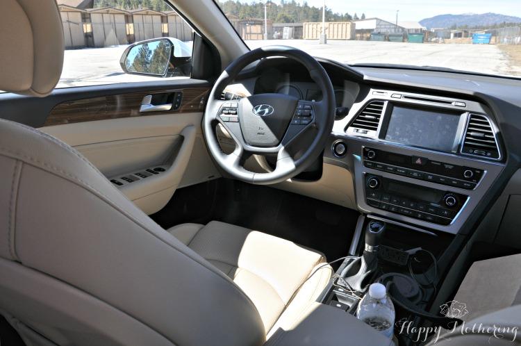 Hyundai Sonata Limited driver's seat and steering wheel