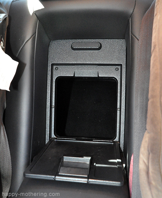 Access to trunk from back seat in Kia Cadenza luxury car
