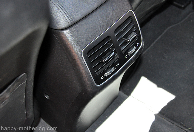 A/C vents in the back seat of the Kia Cadenza