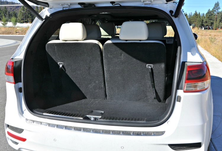 Trunk of the white Kia Sorento