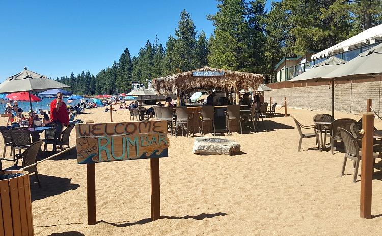 Beach restaurant bar in Tahoe South